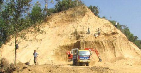 প্রভাবশালী 'পাহাড় খেকো' সিন্ডিকেট কর্তৃক অবাধে পাহাড় কেটে উজাড় -যেন দেখার কেউ নেই