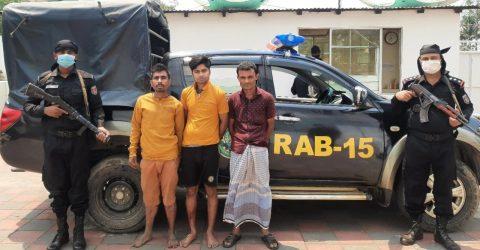 কক্সবাজার রামুতে র্যাবের হাতে ইয়াবা ও বিয়ার সহ ৩ জন আটক