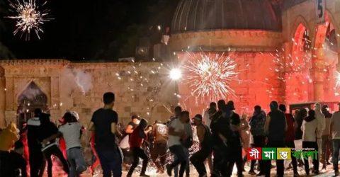 ইসরায়েলি পুলিশের তাণ্ডবে আহত ২ শতাধিক আল-আকসা মসজিদে