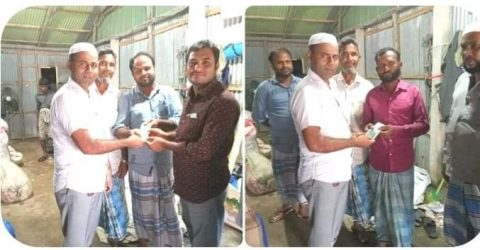 উখিয়ার বালুখালীতে পাহাড়ধ্বসে ক্ষতিগ্রস্ত পরিবারে যুবলীগ নেতা আবু তাহের'র অর্থ সহায়তা